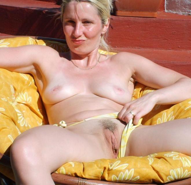 Sous chaque mini jupe se cache la chatte dune femme
